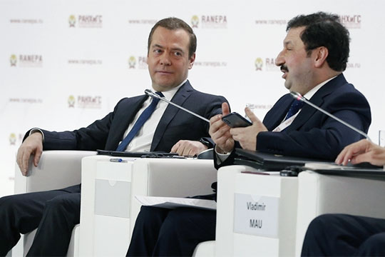 Как Дмитрий Медведев обвалил биткоин и мобилизовал роботов на борьбу с плохой демографией