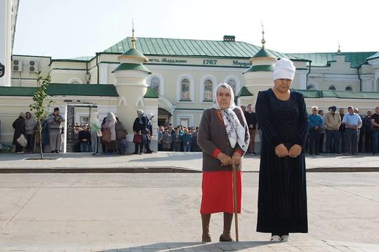 В мечети Аль-Марджани прошел праздничный намаз в честь Ураза-байрама