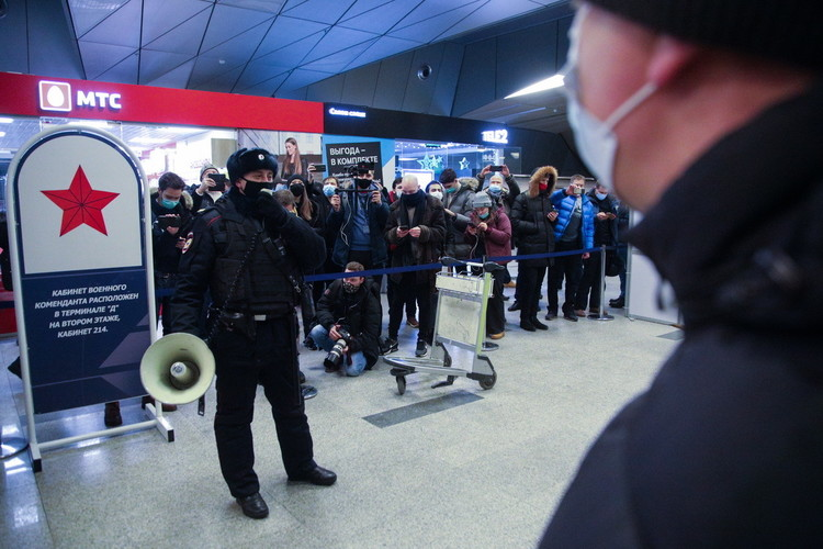 Как Навального ждали в аэропорту Внуково и не дождались