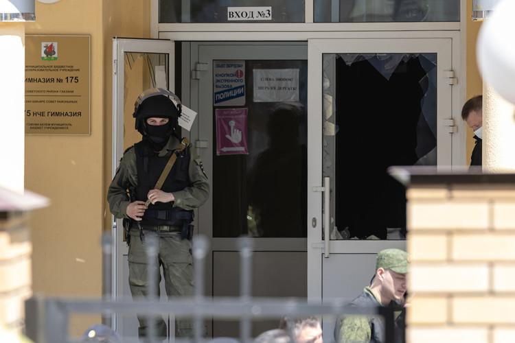 Фоторепортаж «БИЗНЕС Online»: стрельба в казанской школе №175: 9 погибших и 20 пострадавших