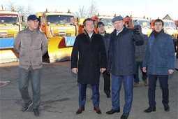 «Целая танковая армия»: мэр Казани осмотрел снегоуборочную технику, подготовленную к зиме