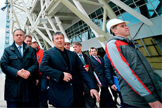 Зиганшин торжествует. Медведев велел заплатить ему застадионы 7 миллиардов