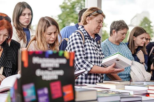 В парке «Черное озеро» открылся летний книжный фестиваль