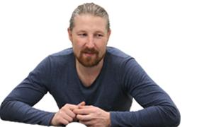 Олег Маклаков «Аксиом» «Clover – это памятник эпохе, чтобы помнили: сами виноваты»