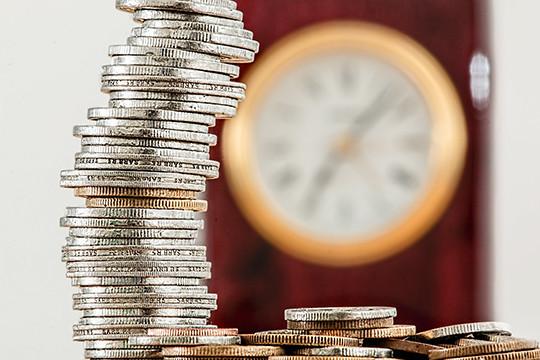 Заработной платы граждан России растут вдвое медленнее, чем ихдолги перед банками