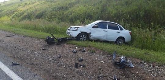 ДТП под Нижнекамском: столкнулись три машины, в четвертую попало оторванное колесо