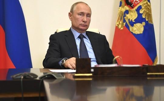 Путин обсудил доплаты медикам с губернаторами: «Развели канитель бюрократическую!»