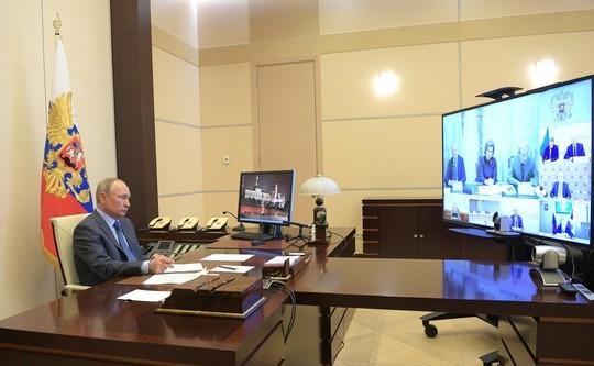 Путин провел с экспертами совещание по COVID-19. Главное