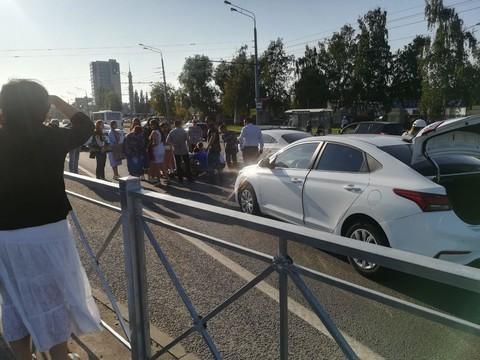 Иномарка наехала на ребенка на проспекте Ямашева