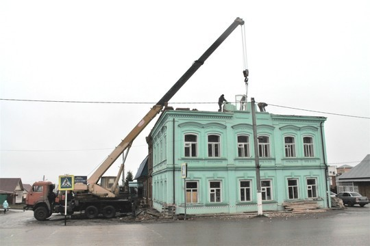 В Арске собственник начал сносить историческое здание 1853 года постройки, несмотря на запрет властей