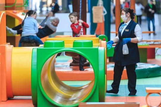 Власти Татарстана открыли детские центры и увеличили вместимость в общественных местах