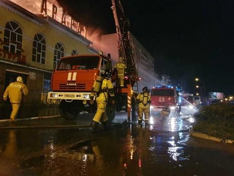 Из домов, расположенных рядом с горящим рестораном «Арарат», эвакуировали 100 человек