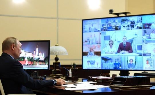 Российским медикам продлят выплаты за борьбу с COVID-19 до конца лета