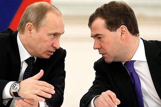 Рейтинги В.Путина иМедведева рухнули