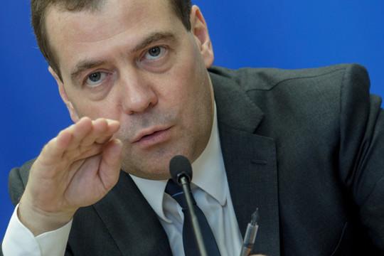 Медведев назвал отставку правительства обычным делом: «К этому нужно относиться спокойно»