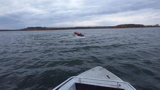 В Татарстане рыбак выпал из лодки, а она продолжила крутиться вокруг него