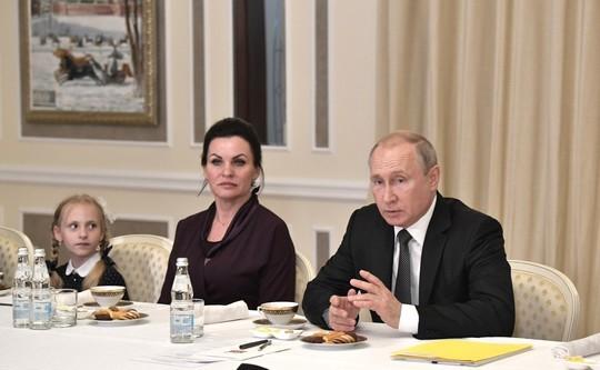 Путин встретился с вдовами погибших в Баренцевом море подводников