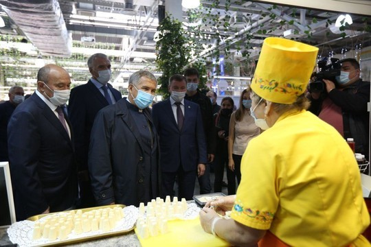 Рустам Минниханов посетил ярмарку, приуроченную Дню садовода