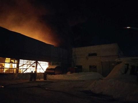В Казани горит склад для хранения древесины