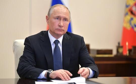 Путин на совещании по COVID-19 обсуждает сокращение нерабочих дней. Главное