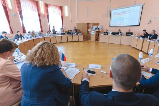 В Казани ОНФ провел обсуждение острых проблем – языковой, безопасности школ, нехватки студенческих общежитий