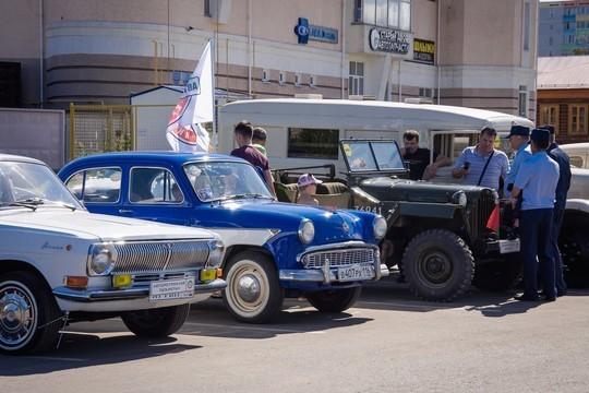 Фарид Мухаметшин посетил в Челнах выставку ретроавтомобилей