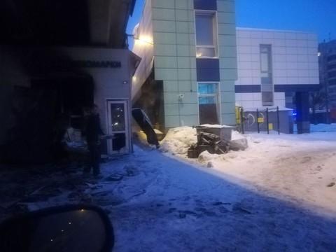 Соцсети: В Казани под мостом на проспекте Ибрагимова загорелся шиномонтаж