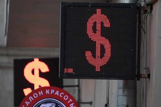 Рубль опустился до минимума с января 2019 года, цена нефти рухнула