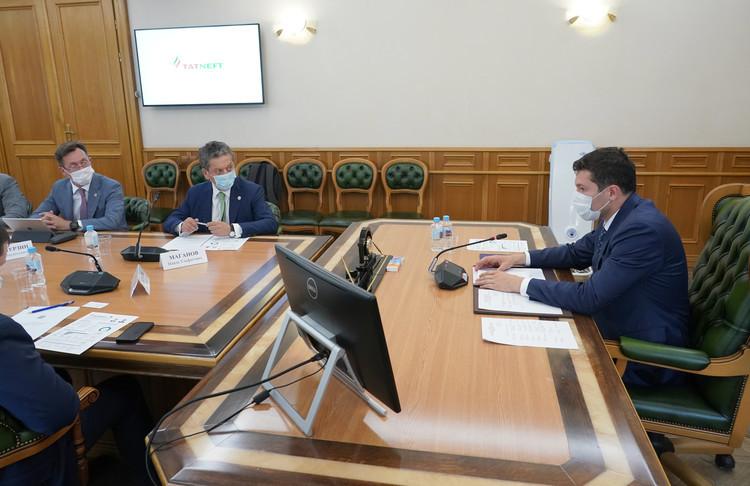 Маганов обсудил развитие завода «ЭКОПЭТ» с губернатором Калининградской области