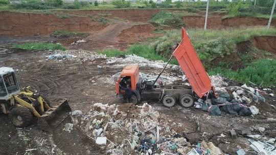 В промзоне Челнов обнаружены две крупные свалки – мусор на них свозили грузовиками