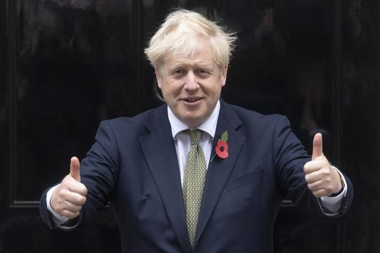 В Великобритании вводится общенациональный карантин почти на месяц