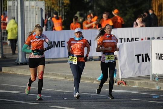 Участники начали забег на казанском марафоне