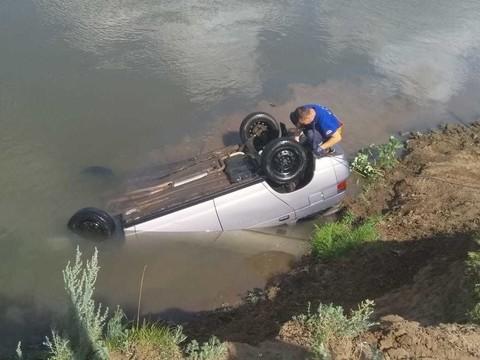 В Мензелинском районе автомобиль с челнинцами слетел с обрыва в воду – водитель погиб