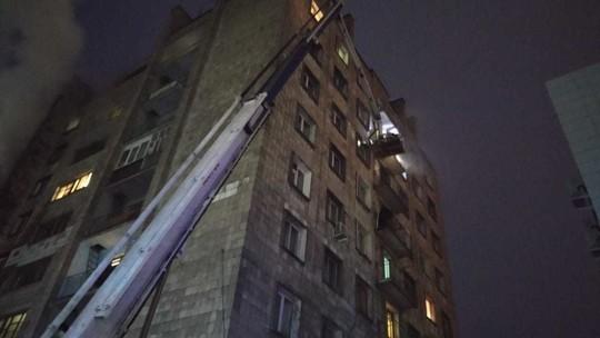 Количество спасенных при пожаре в многоэтажке в Казани выросло до 30