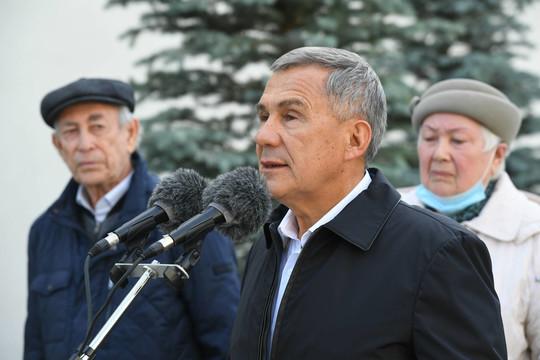 Минниханов принял участие в открытии сквера и бюста Япееву