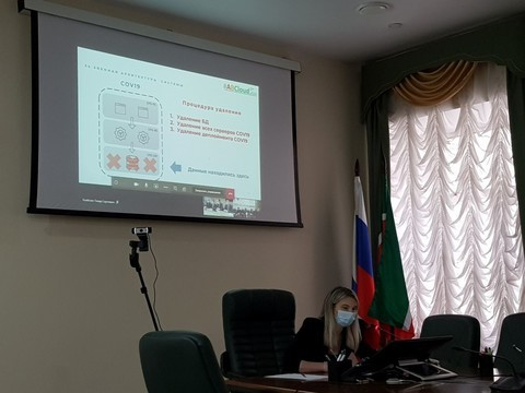 В Казани в присутствии сотрудников ФСБ и Роскомнадзора удаляют базу данных цифровых пропусков