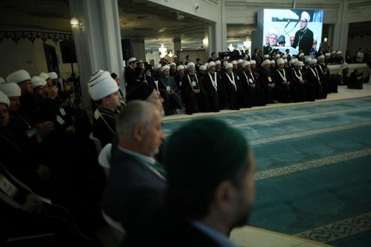 Соборные мечети в городах-миллиониках и транзит духовного руководства: в Москве обсудили будущее ислама в РФ