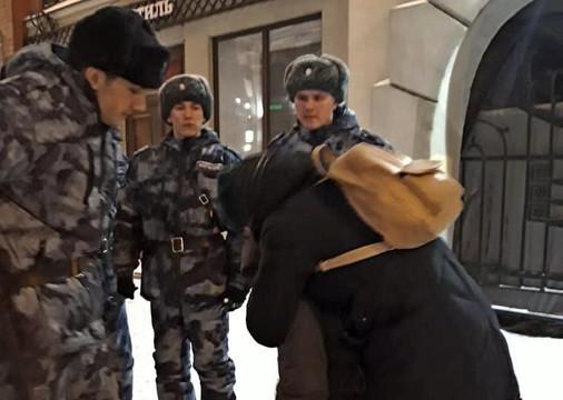 Мать потеряла ребенка на улице в центре Казани