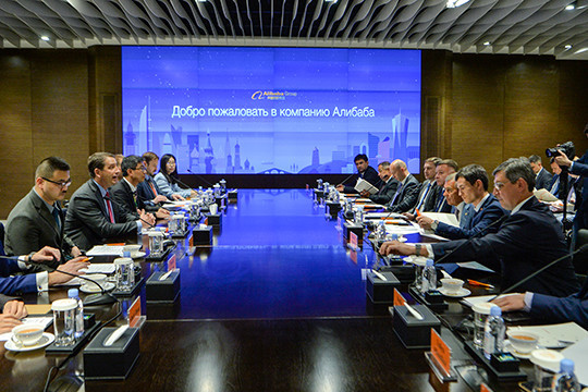 Рустам Минниханов предложил китайским организациям Alibaba Group иGeely работать вТатарстане