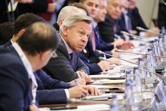Голосование по поправке в Конституцию РФ могут назначить на будний день