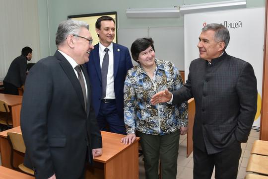 Систему дистанционного обучения в казанском лицее №131 проверили Минниханов и Метшин