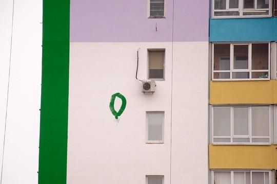Промышленным альпинистам, испортившим фасад дома в Челнах, грозит «уголовка»