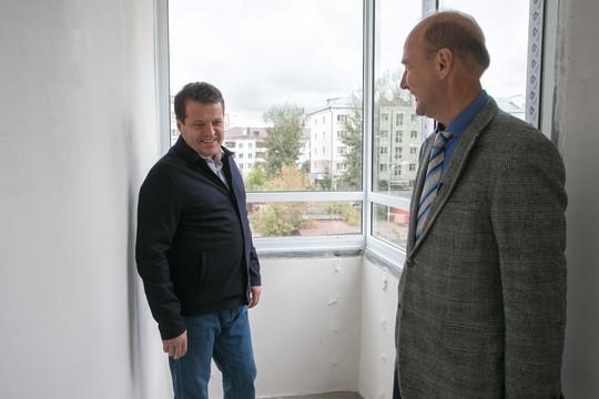 Метшин поздравил дольщиков ЖК «Симфония» со сдачей долгостроя: «Еще два дома до конца года сдадим!»