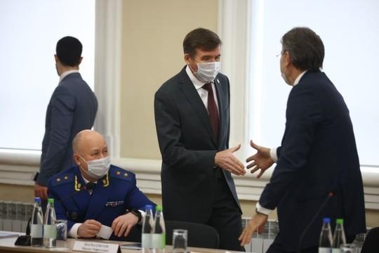 Минниханов обратился к бизнесу и заверил, что новые ограничения пока не планируются