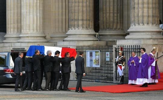 В Париже простились с Жаком Шираком – колокол Нотр-Дама вновь зазвонил