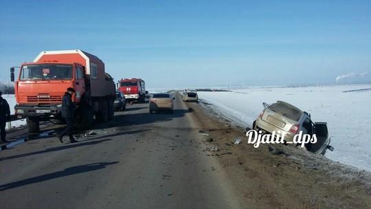 ВТатарстане при столкновении фургона илегковушки погибли два человека