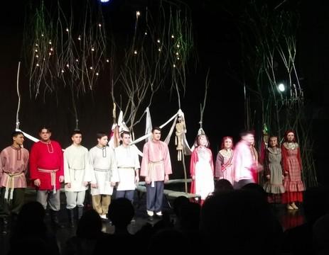 «Исчезнет язык – исчезнет все»: монодрама «Микулай» в Кариевском театре собрала аншлаг