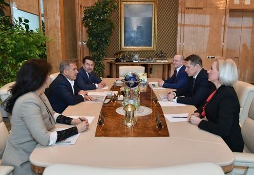 Минниханов обсудил с главой минздрава РФ Михаилом Мурашко организацию карантина в больнице Казани