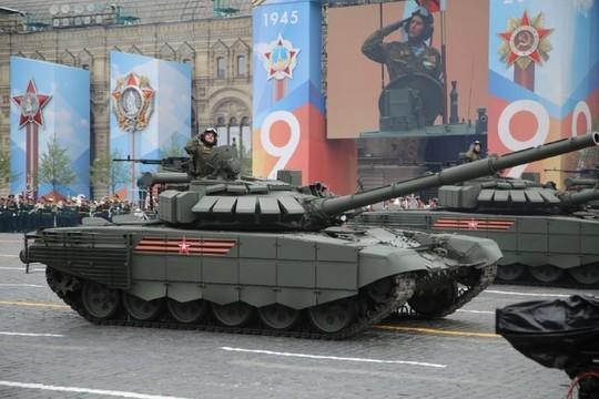Путин в компании Назарбаева принял парад Победы – первые фотографии