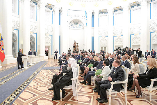 Путин вручил ордена Маслякову, Ливанову иТартаковскому вКремле